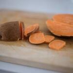Süßkartoffeln für den veganen Süßkartoffel-Burger mit leckerem Avocado Topping