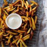 Vegane Mayonnaise mit Pommes Frites